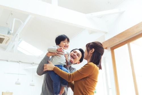 喜ぶ 家族 子ども 日本人