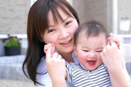 赤ちゃん 笑顔 日本