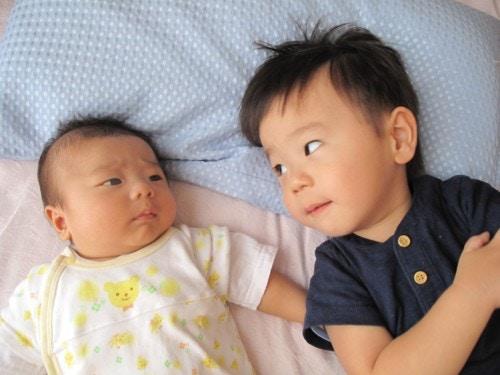 赤ちゃん 兄弟