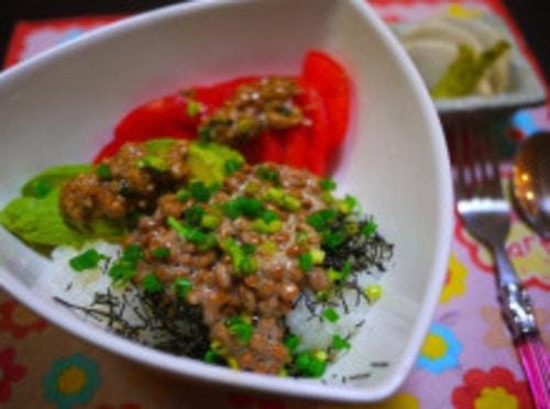 香味醤油麹(こうみしょうゆこうじ)アボトマ納豆丼
