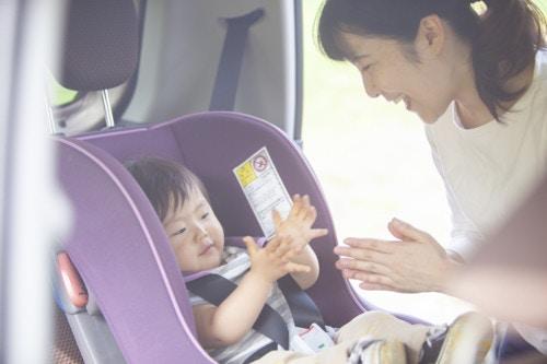 車 赤ちゃん 笑顔