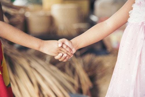 子供 握手 手