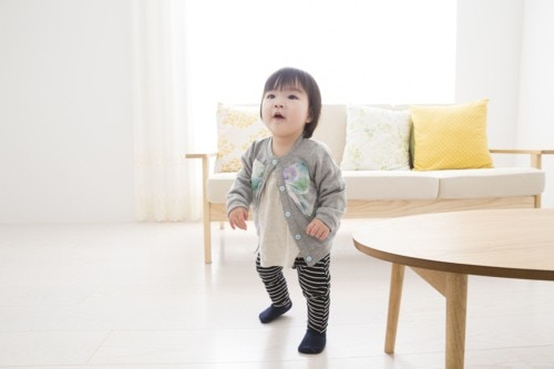 子供 歩く 日本人