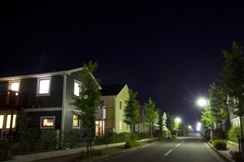 夜 住宅街