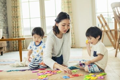 ママ 子供 遊ぶ おもちゃ
