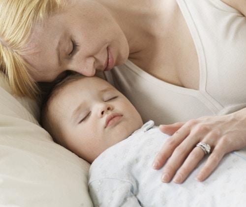 ママ 赤ちゃん 寝る