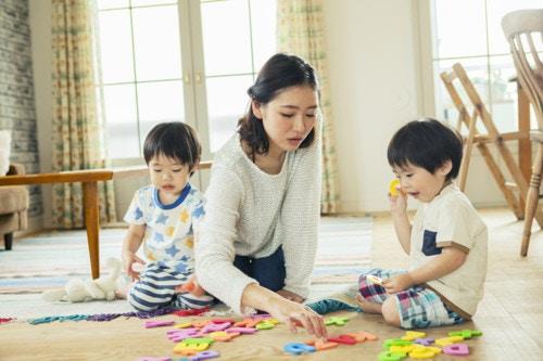 家 子供 遊ぶ