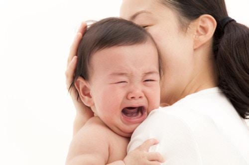 ママ 子供 泣く